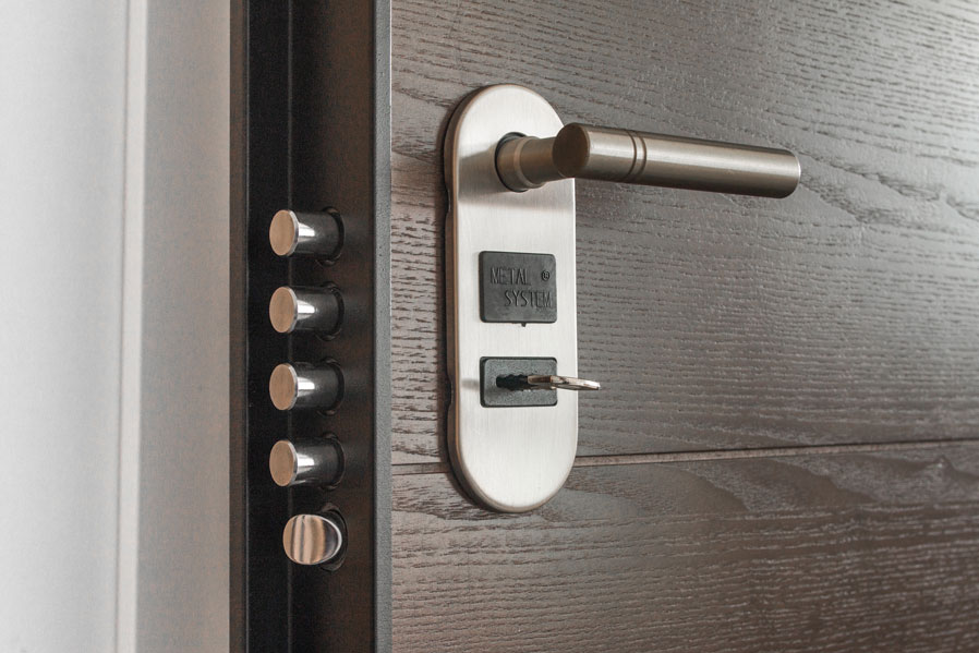 6 Benefits Of Hiring A Professional Locksmith To Do The Job